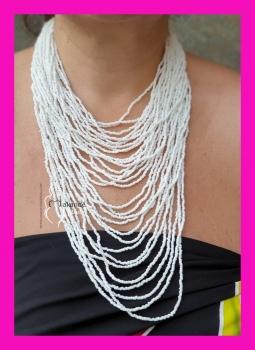 M-19 Collar bolitas Blanco Grande